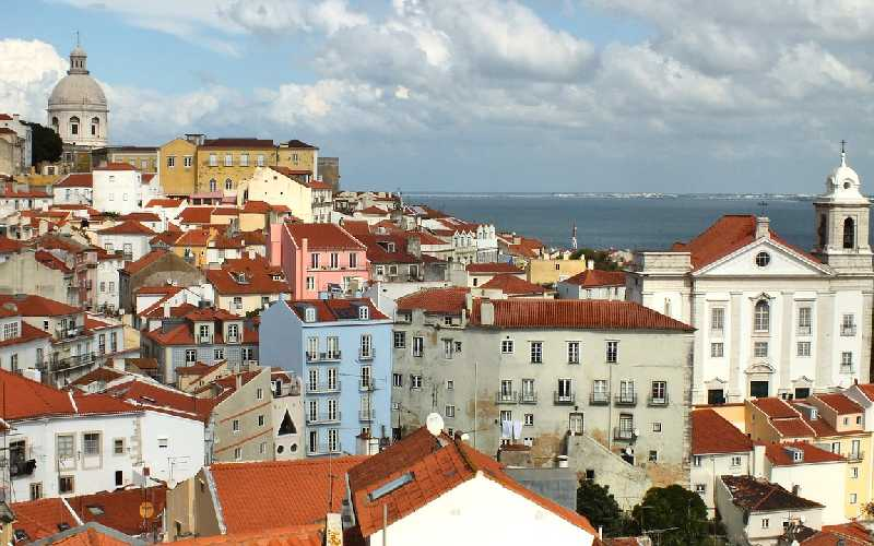 Living in Lisbon Pros and Cons